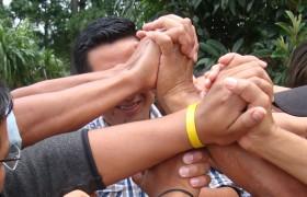 Gruppendynamik, Menschen reichen sich die Hände
