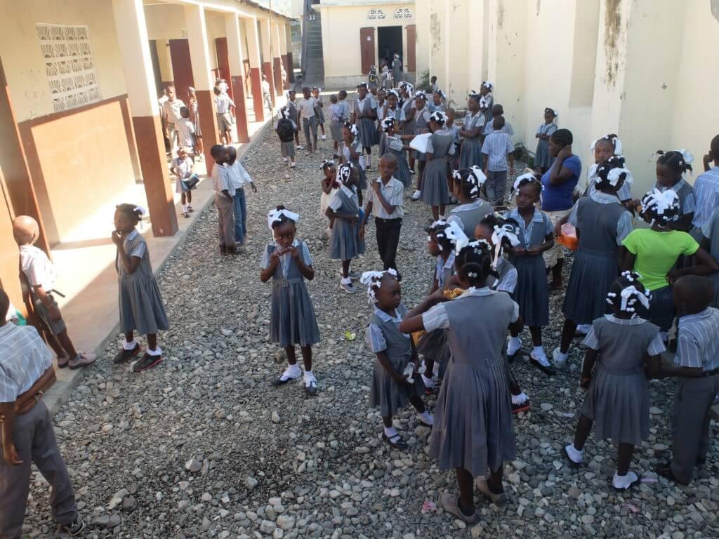 Die öffentliche Schule von Tiburon ist seit Montag wieder in Betrieb. Das Gebäude wurde nur leicht beschädigt und ist inzwischen repariert.