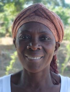 «Als Solidaritätsgruppe sparen wir nicht nur gemeinsam für Notfälle. Wir bepflanzen auch ein ungenutztes Stück Land mit Hirse, Mais, Bananen, Erbsen. Was wir nicht selbst essen, verkaufen wir auf dem Markt.» Bild: Fastenopfer