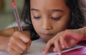 Dank Fastenopfer und Jungwacht Blauring erhalten 120 Kinder im Vorschulalter den wichtigen Zugang zu Bildung.