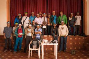 Die Männer des Workshops deutlich erleichtert nach den emotional aufwühlenden Rollenspielen.