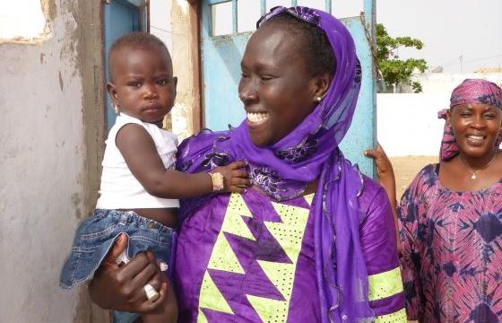 Senegal ADK: Frau mit Kind
