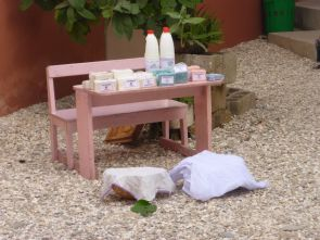 Senegal Fenagie: Die Frauen der Solidaritätsgruppe produzieren Seife und Javelwasser