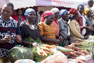 Kleinbäuerinnen stellen ihre biologisch angebauten Produkte auf der Agrarökologie-Konferenz in Nyahururu aus., November 2019. © Fastenopfer/Eyeris Communications