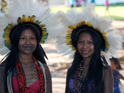 """Brasilien OPAN: """"Klimagerechtigkeit"""" bedeutet, dass Energie auch sozial nachhaltig produziert wird. Indigene Frauen."""
