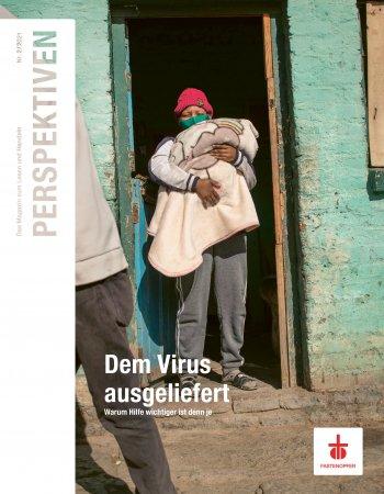Titelbild Perspektiven 2/2021: Eine Frau mit KInd in Nepal