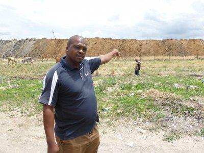 Elias Mandikela und die Gemeinde Mooinooi werden von den LHR beraten. Foto: Fastenopfer/François Mercier